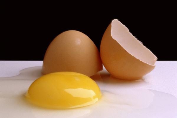 Thu nhỏ lỗ chân lông bằng lòng trắng trứng