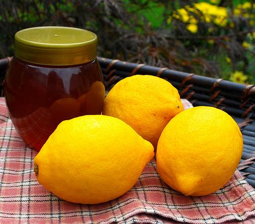 Tẩy lông hiệu quả từ mặt nạ tẩy lông kết hợp từ mật ong và chanh