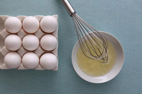 Lòng trắng trứng gà giúp tẩy lông mặt tại nhà