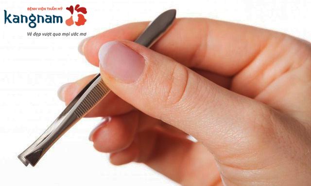 Nhổ lông nách bằng nhíp có tốt không? Có hại gì không? – BSĩ giải đáp